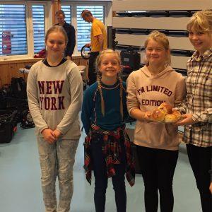 Kulturvertene på Espa skole (med espaboller).